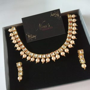 Delicate Kundan Set Necklaces Pearls